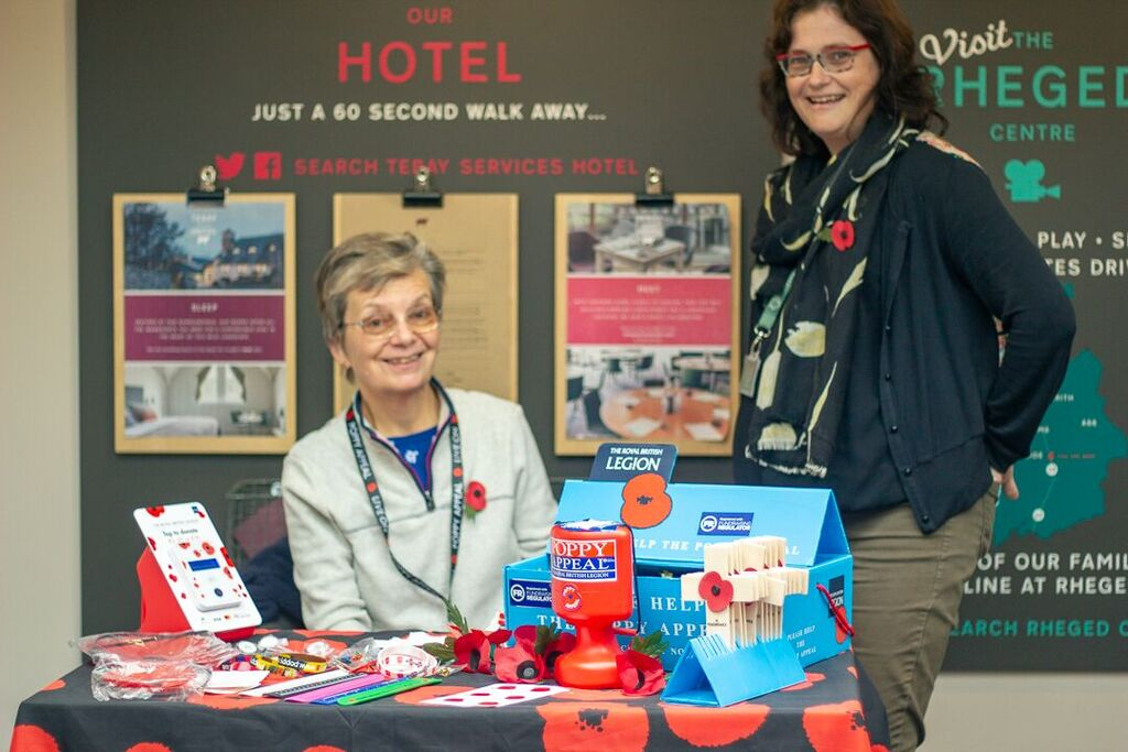 poppy collector linda garrick and claire